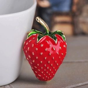 🌟N E W🌟Enamel Strawberry Brooch